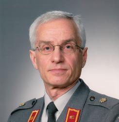 Hoitokunnan puheenjohtaja prikaatikenraali Juha Mäkipää. Puolustusvoimat.